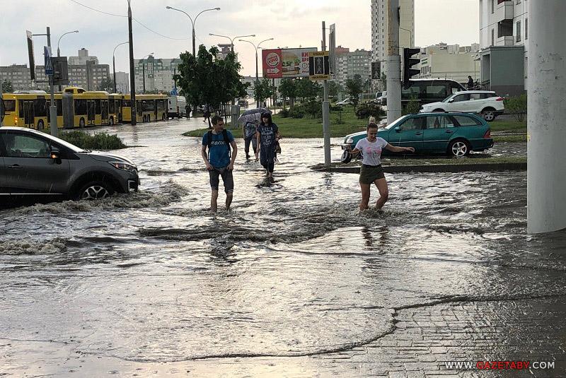 Потоп в Каменной Горке – «поплыли» люди и автомобили