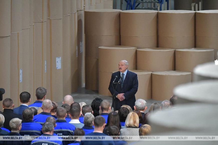 Лукашенко: «Каждый год перед новым годом нам приходится стоять на коленях»